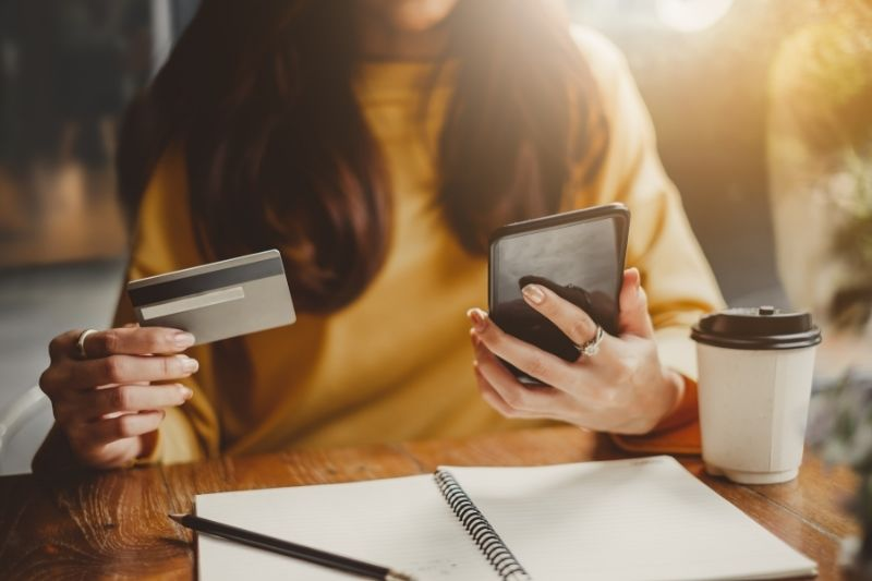 mobile shopping on smartphone affects package management in multifamily
