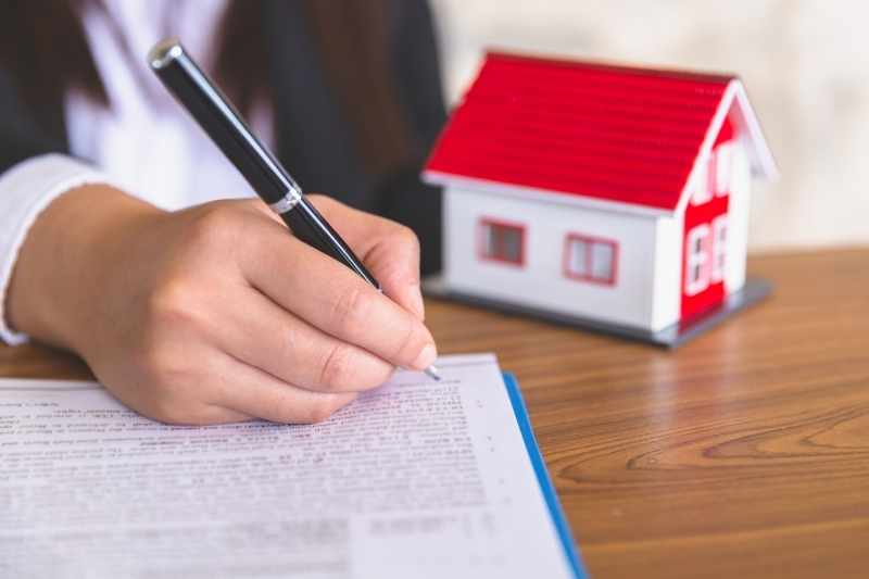 signing a lease renewal